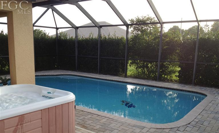 Home In Cape Coral Fl With Salt Water Pool And Jacuzzy